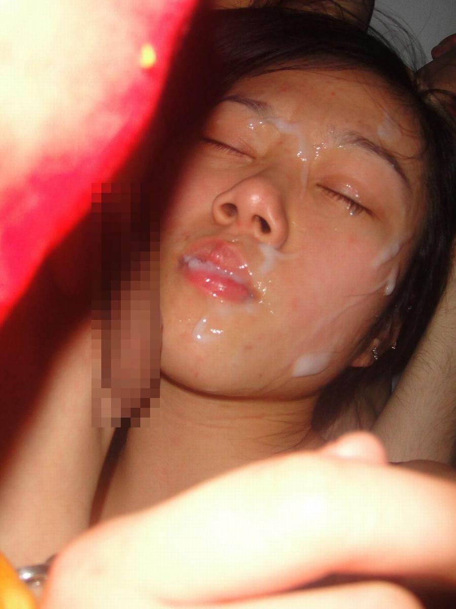 彼女の顔に初顔射www困惑する彼女の顔を記念に写メりました。 21641