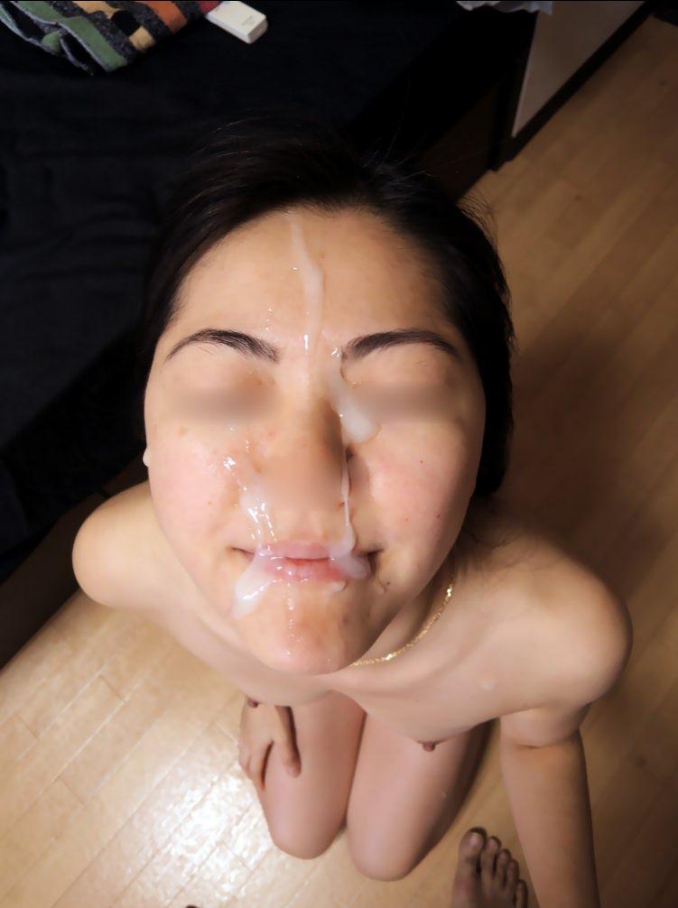 彼女の顔に初顔射www困惑する彼女の顔を記念に写メりました。 21644