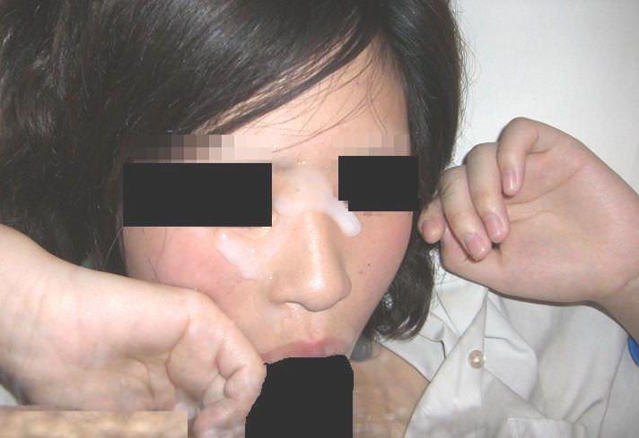 彼女の顔に初顔射www困惑する彼女の顔を記念に写メりました。 21660