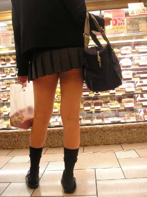ムチムチお肉がはち切れそうな女子高生の太もも街撮り画像 21671