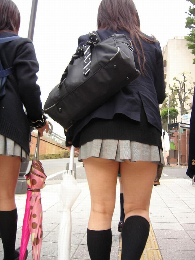 ムチムチお肉がはち切れそうな女子高生の太もも街撮り画像 21672
