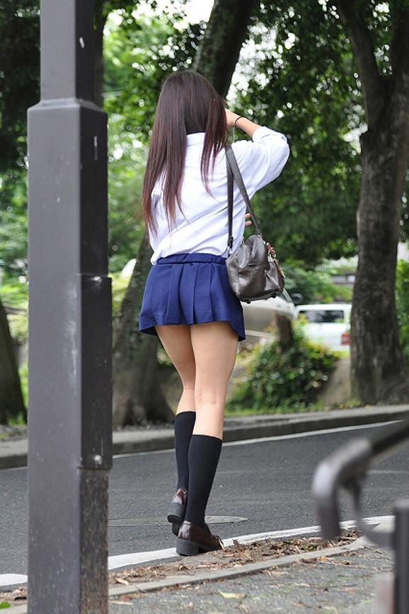 ムチムチお肉がはち切れそうな女子高生の太もも街撮り画像 21681