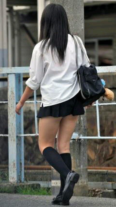 ムチムチお肉がはち切れそうな女子高生の太もも街撮り画像 21682
