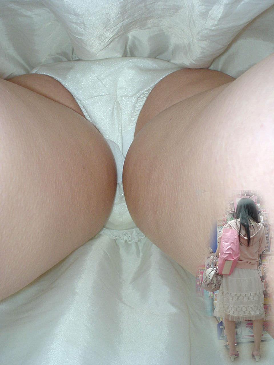 OLや女子大生の私服のスカートの中をパシャリ!!!逆さパンチラのエロさは異常www 2171