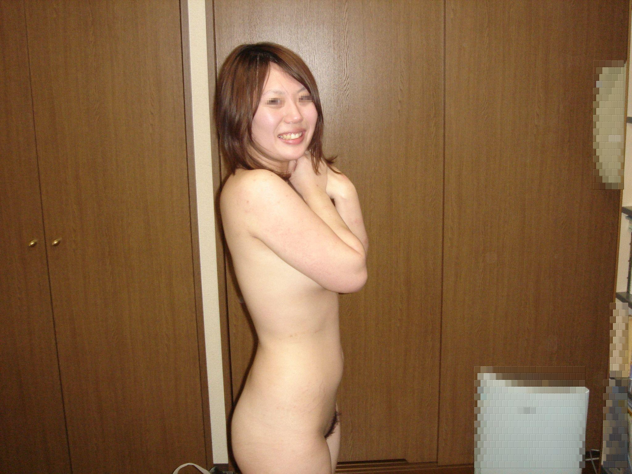 大好きな彼氏に全裸を撮られ恥ずかしそうにする彼女が可愛いwwww 21780