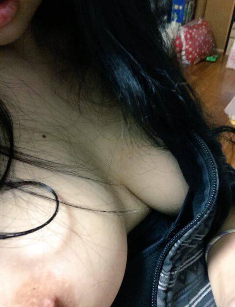 大好きな彼氏に全裸を撮られ恥ずかしそうにする彼女が可愛いwwww 21795