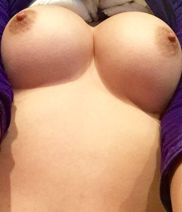 人妻の美味しそうに熟した巨乳おっぱい画像wwwwwwwwwww EUZtwbl