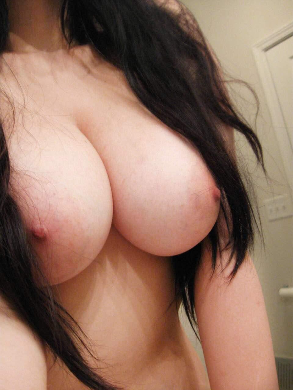 人妻の美味しそうに熟した巨乳おっぱい画像wwwwwwwwwww FZvtwLn