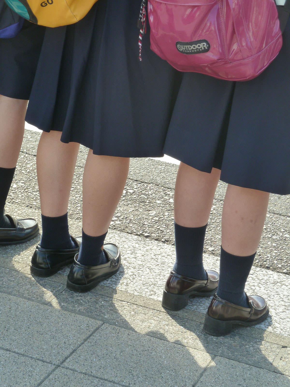 女子高生の足首あたりにめっちゃ興奮するフェチ画像 IJzXWdF