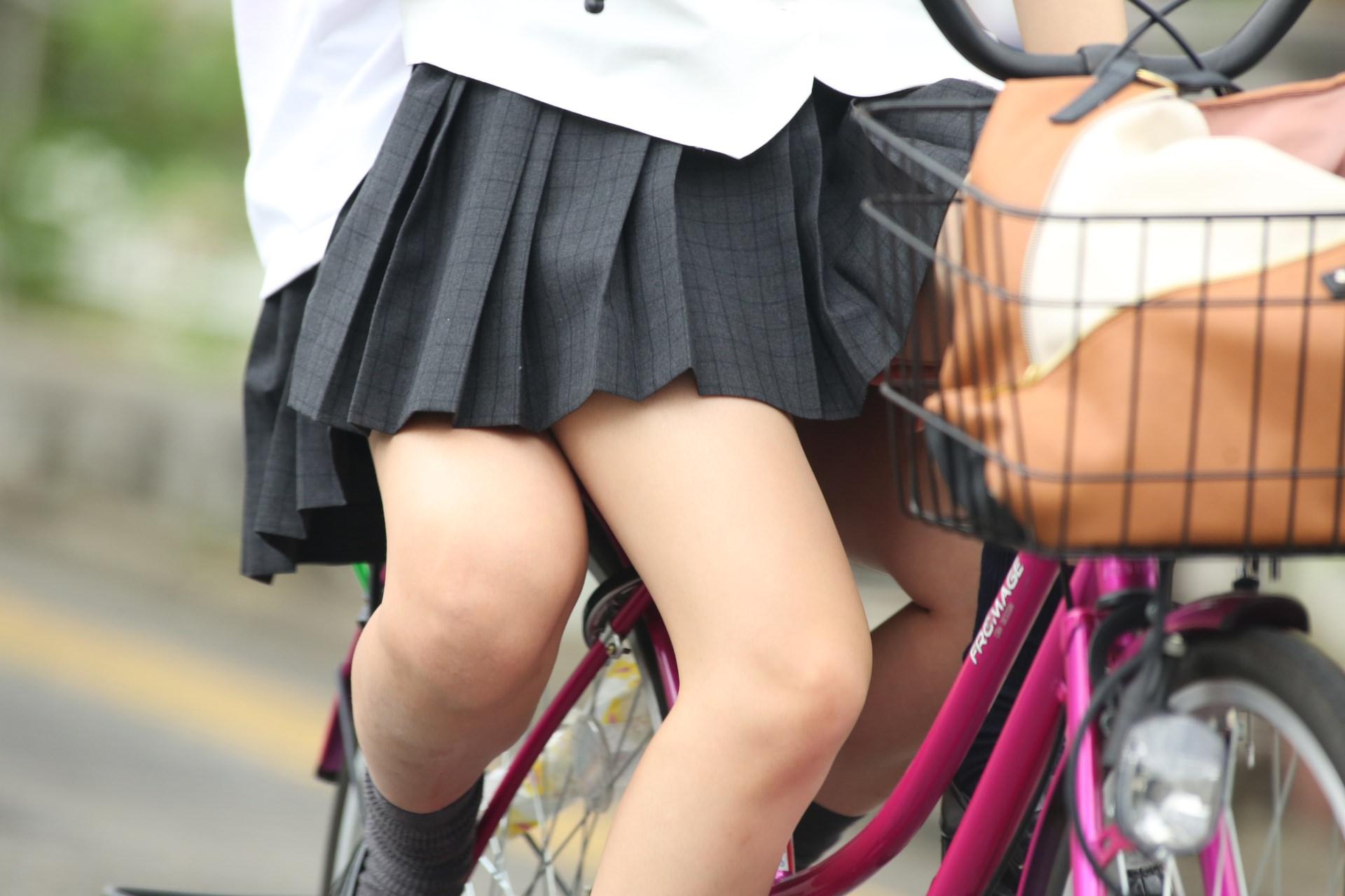 女子高生は50%太ももで出来ていると言う証拠画像がこちらwwwwwwwww Q7BfJWP