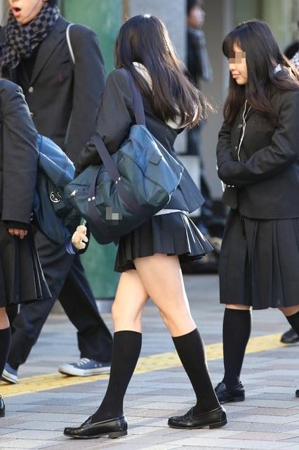 香ばしい匂いがするJKの靴下はどちらが好み??紺のハイソ派?黒のストッキング派? QgmZR1H