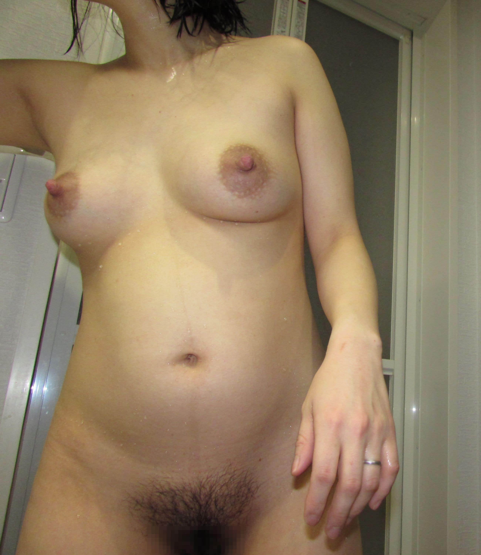 奥さんの乳首と乳輪の形が素晴らしすぎる!!!素人妻のおっぱいエロ画像wwwwwww TMvHBOT