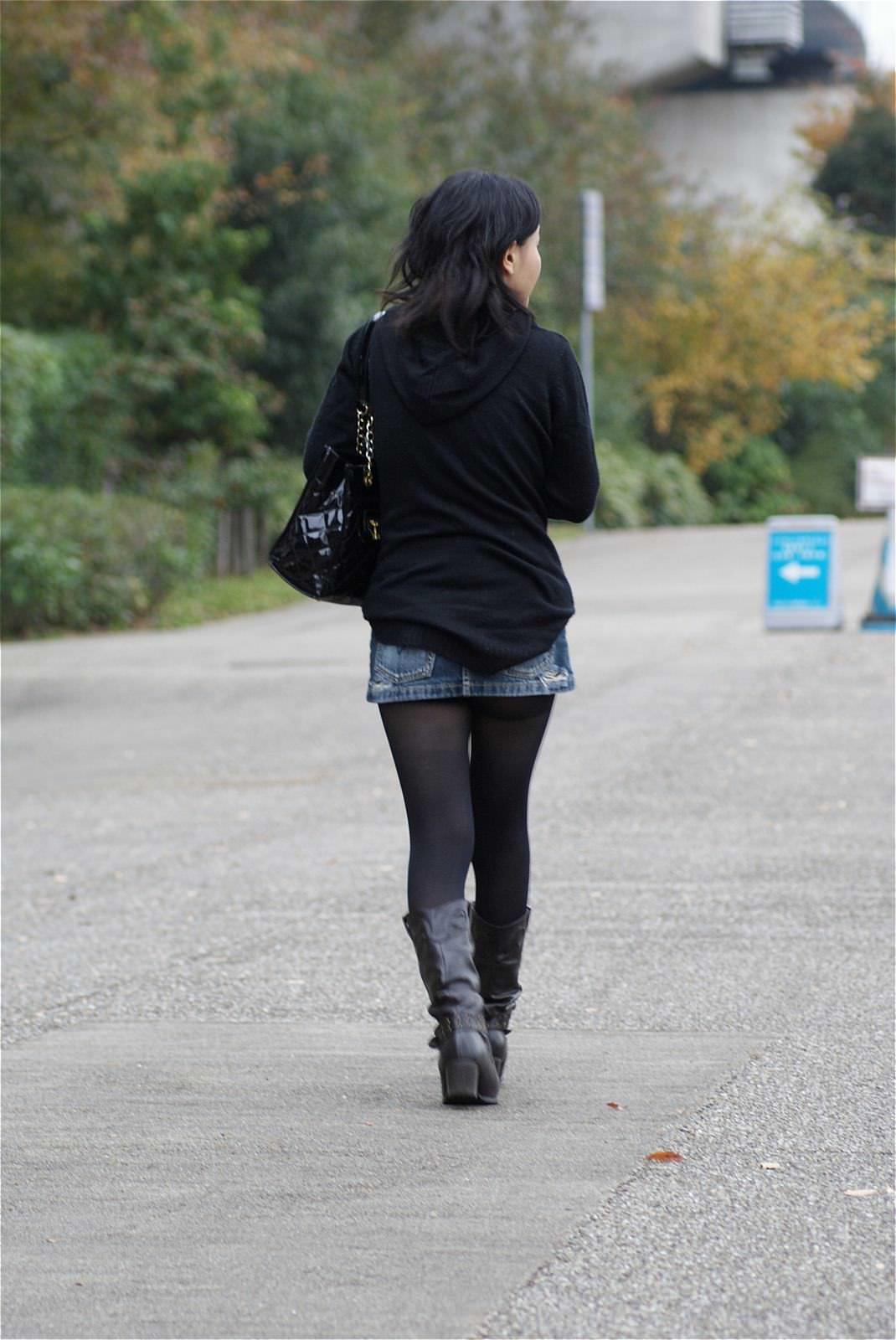 黒いパンスト履いてるエロギャル画像!!!!マジでエッチだぁーwww mxF5jLT