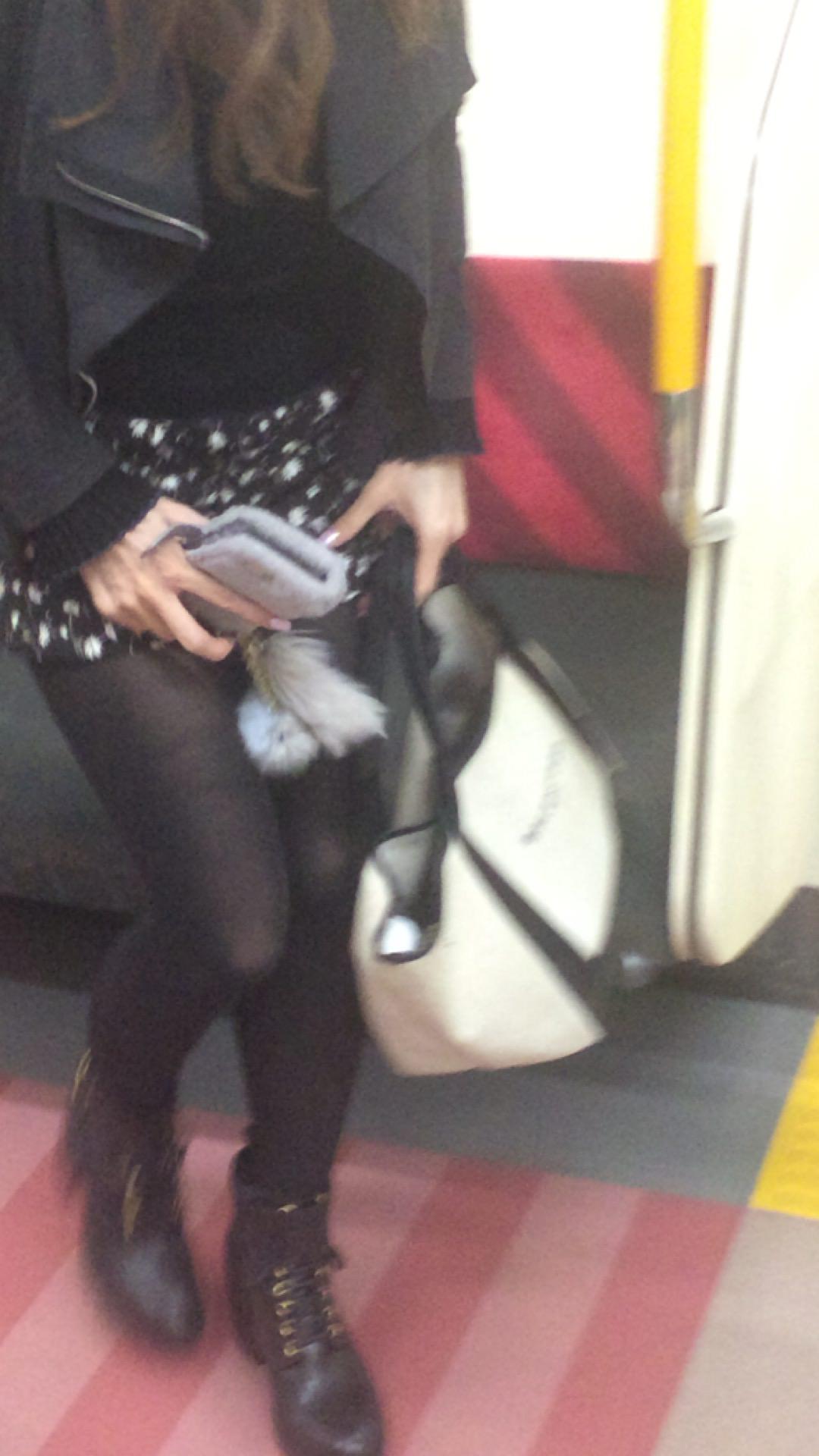 黒いパンスト履いてるエロギャル画像!!!!マジでエッチだぁーwww tBJjeu3