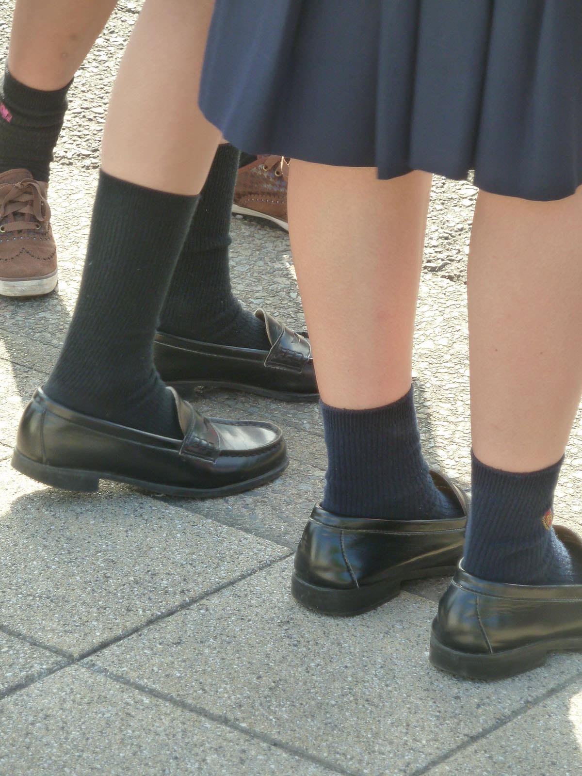 女子高生の足首あたりにめっちゃ興奮するフェチ画像 uW5zrlv