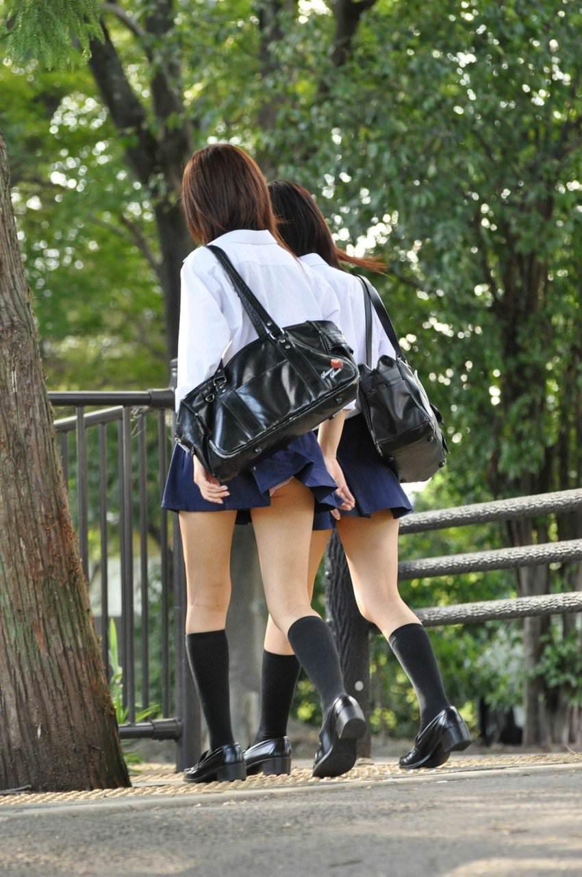 女子高生は50%太ももで出来ていると言う証拠画像がこちらwwwwwwwww z2vffIj