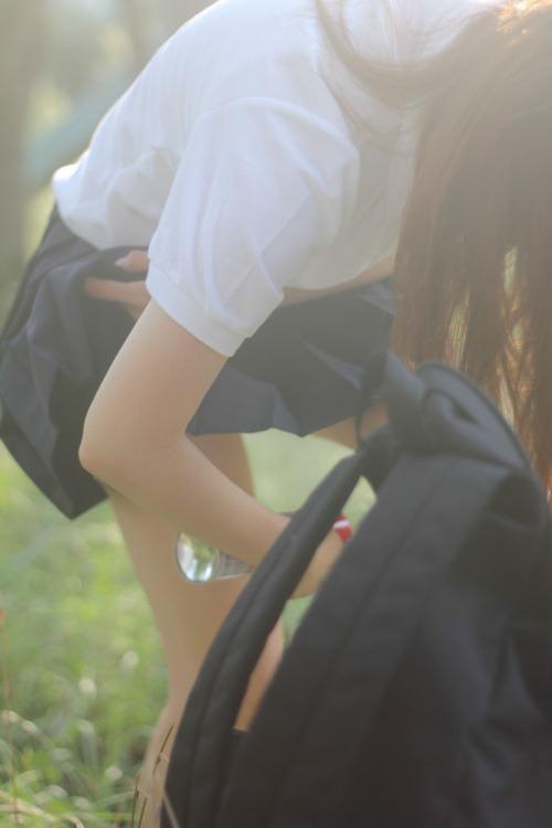 女子高生は50%太ももで出来ていると言う証拠画像がこちらwwwwwwwww zM6KsNM