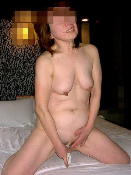 セックスし過ぎてチンポの挿入に飽きた熟女のオナニー!!!!! 04131