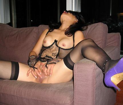 セックスし過ぎてチンポの挿入に飽きた熟女のオナニー!!!!! 04140