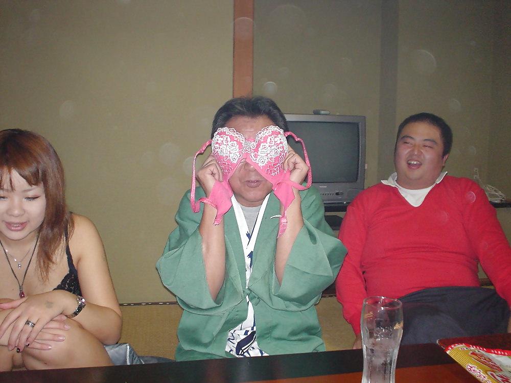 ピンクコンパニオンこれってガチ??めっちゃエロい忘年会楽しめるやんwww 0603