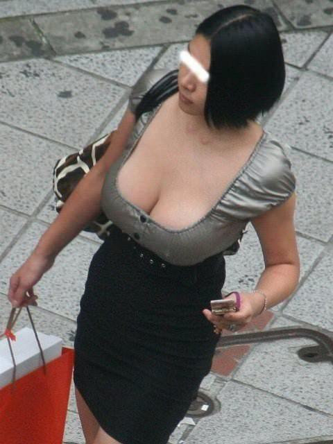 街で出くわした反則級の巨乳着衣おっぱいお姉さんを街撮り!!! 0921