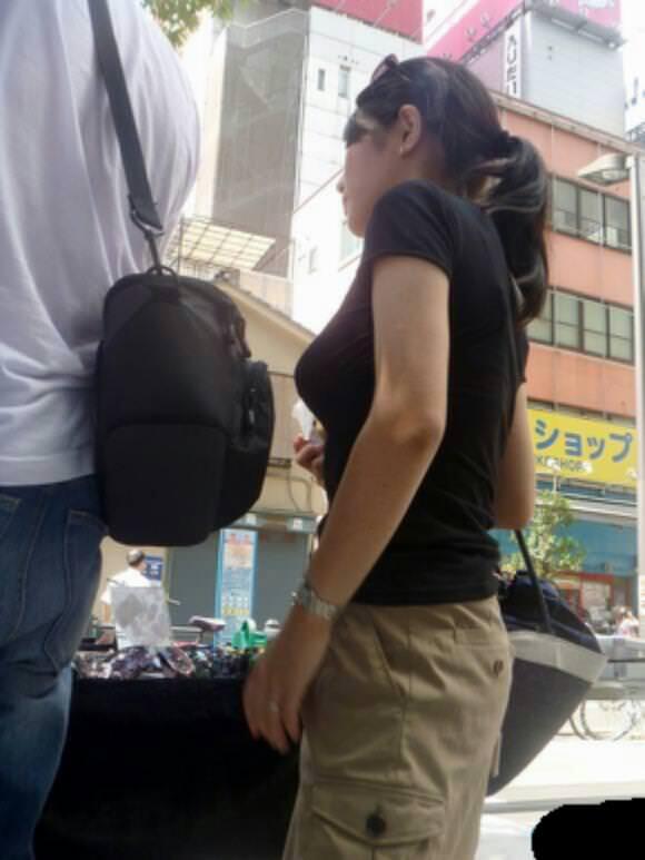 街で出くわした反則級の巨乳着衣おっぱいお姉さんを街撮り!!! 0936