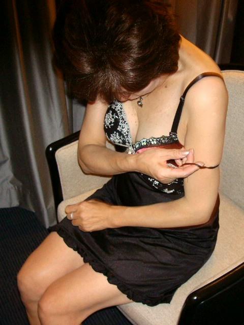 脱がす前の彼女の下着姿がマジでエッチだぁーwwwクンカクンカ匂うのがタマランチwww 1743
