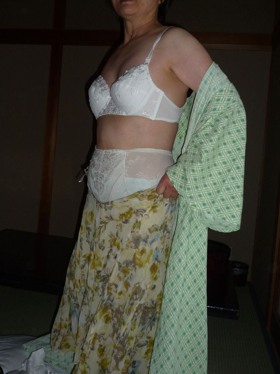 脱がす前の彼女の下着姿がマジでエッチだぁーwwwクンカクンカ匂うのがタマランチwww 1759