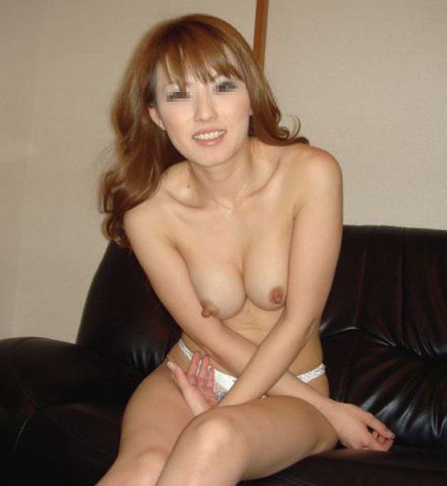 これからセックスしまーす。って感じの彼女に内緒で撮った着替え裸エロ写メ画像wwwwww 1807