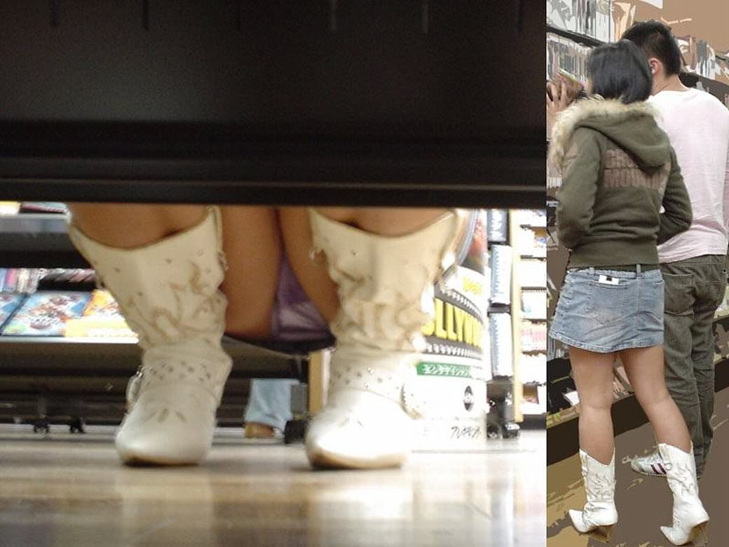店内棚越しにしゃがみパンチラしてるOLやお姉さんの盗撮素人画像wwwww 18129