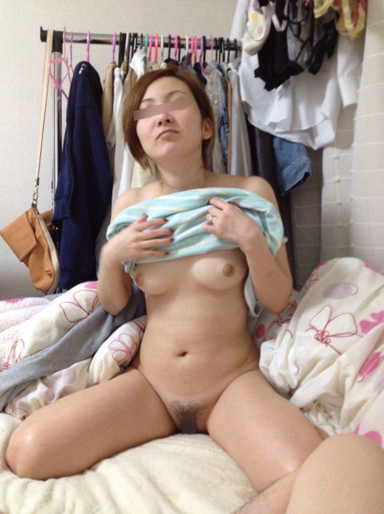 これからセックスしまーす。って感じの彼女に内緒で撮った着替え裸エロ写メ画像wwwwww 1817