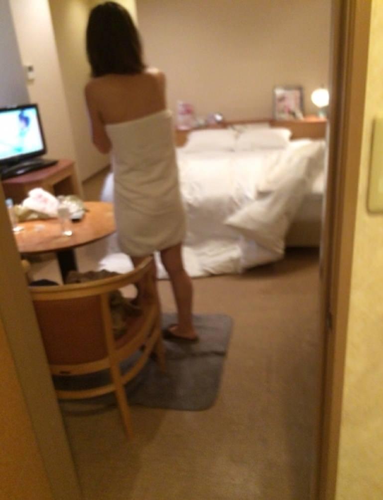 これからセックスしまーす。って感じの彼女に内緒で撮った着替え裸エロ写メ画像wwwwww 1829