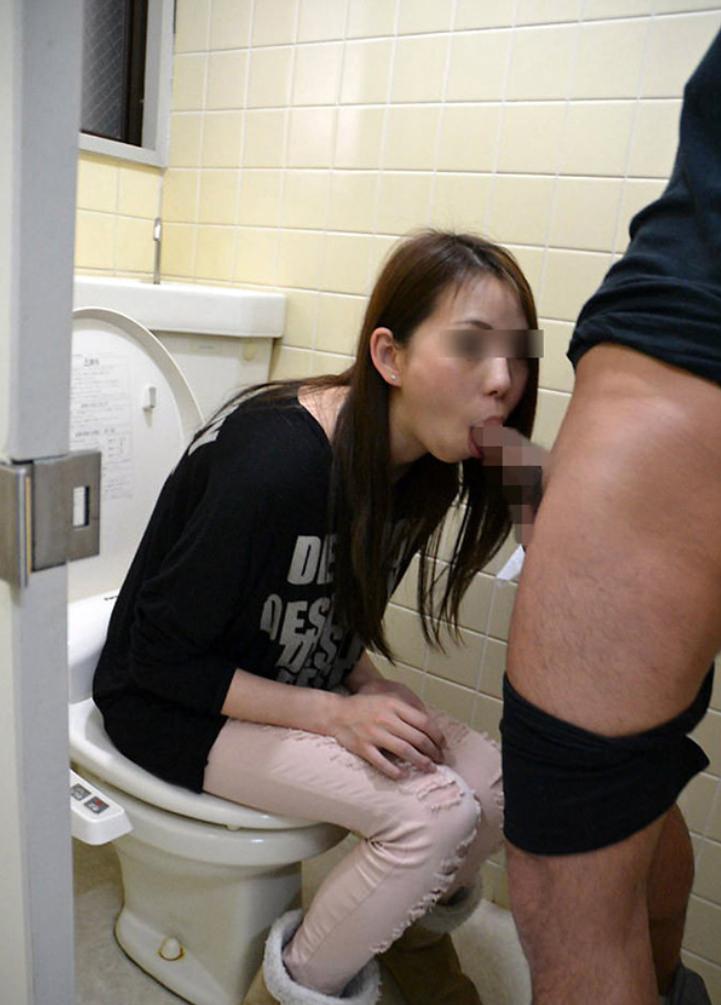小汚い公衆トイレで超スケベなセックスがたまらんwww彼女のエッチな身体をどこでも直ぐに抱きたいwww 1849