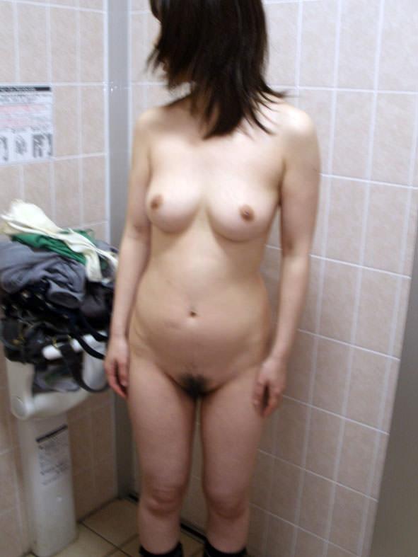 小汚い公衆トイレで超スケベなセックスがたまらんwww彼女のエッチな身体をどこでも直ぐに抱きたいwww 1883