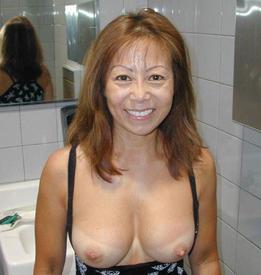 小汚い公衆トイレで超スケベなセックスがたまらんwww彼女のエッチな身体をどこでも直ぐに抱きたいwww 1884