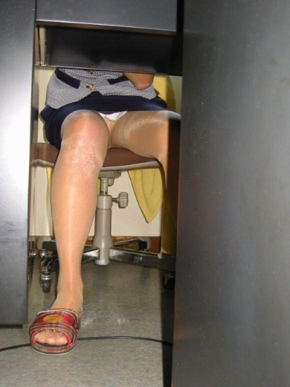 机下から盗撮したOLのパンチラだったり逆さパンチラ画像wwwww 2462