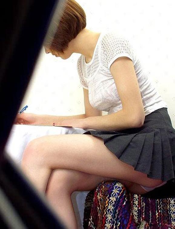机下から盗撮したOLのパンチラだったり逆さパンチラ画像wwwww 2463
