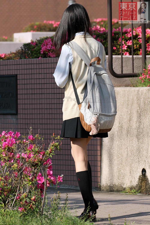 季節の変わり目にJKの制服姿が変化する街撮り画像wwwwwww 3PFByE5