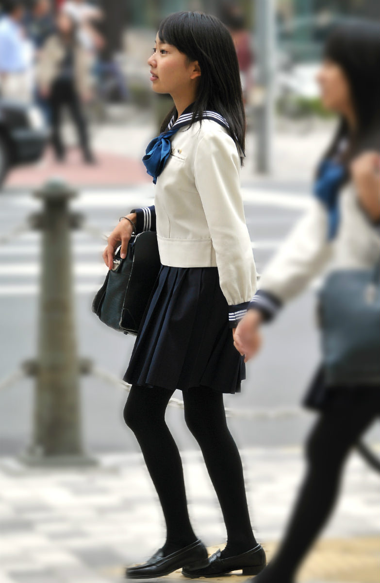 季節の変わり目にJKの制服姿が変化する街撮り画像wwwwwww 7ksHpuX