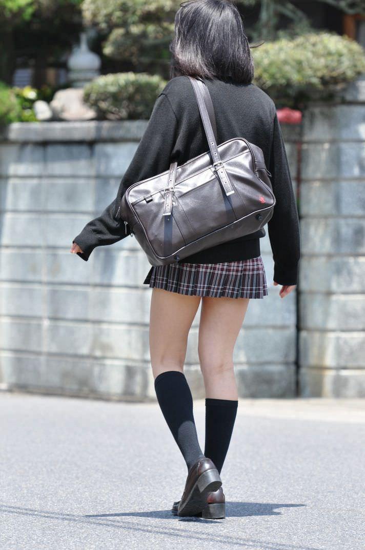 季節の変わり目にJKの制服姿が変化する街撮り画像wwwwwww CHNTY5W