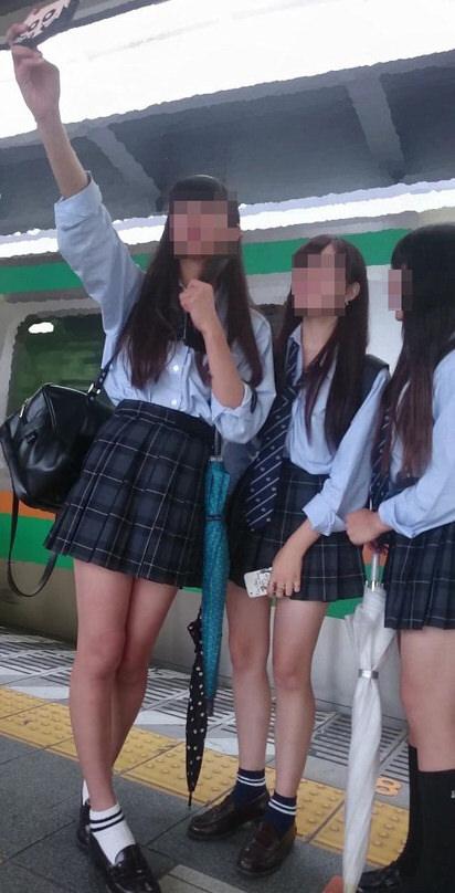 電車で通学中のJK太もも画像だぁーwwwwwwwwwww CPOPdpX