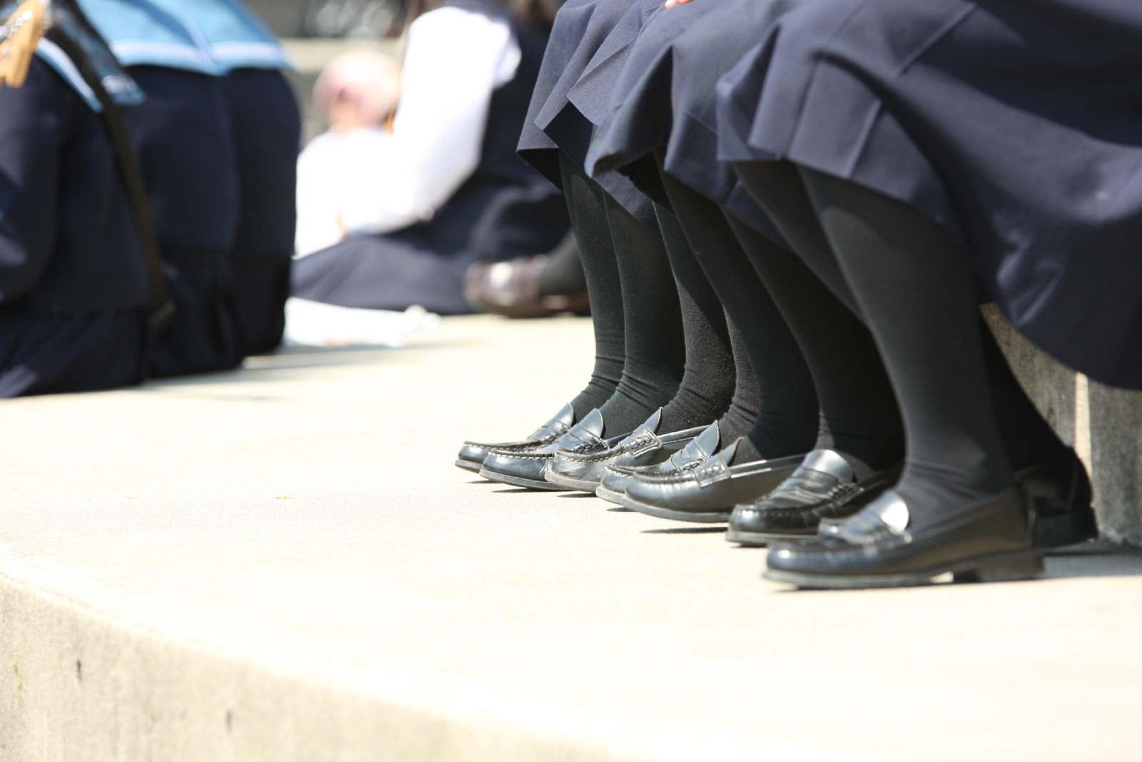 季節の変わり目にJKの制服姿が変化する街撮り画像wwwwwww CvhbIOe