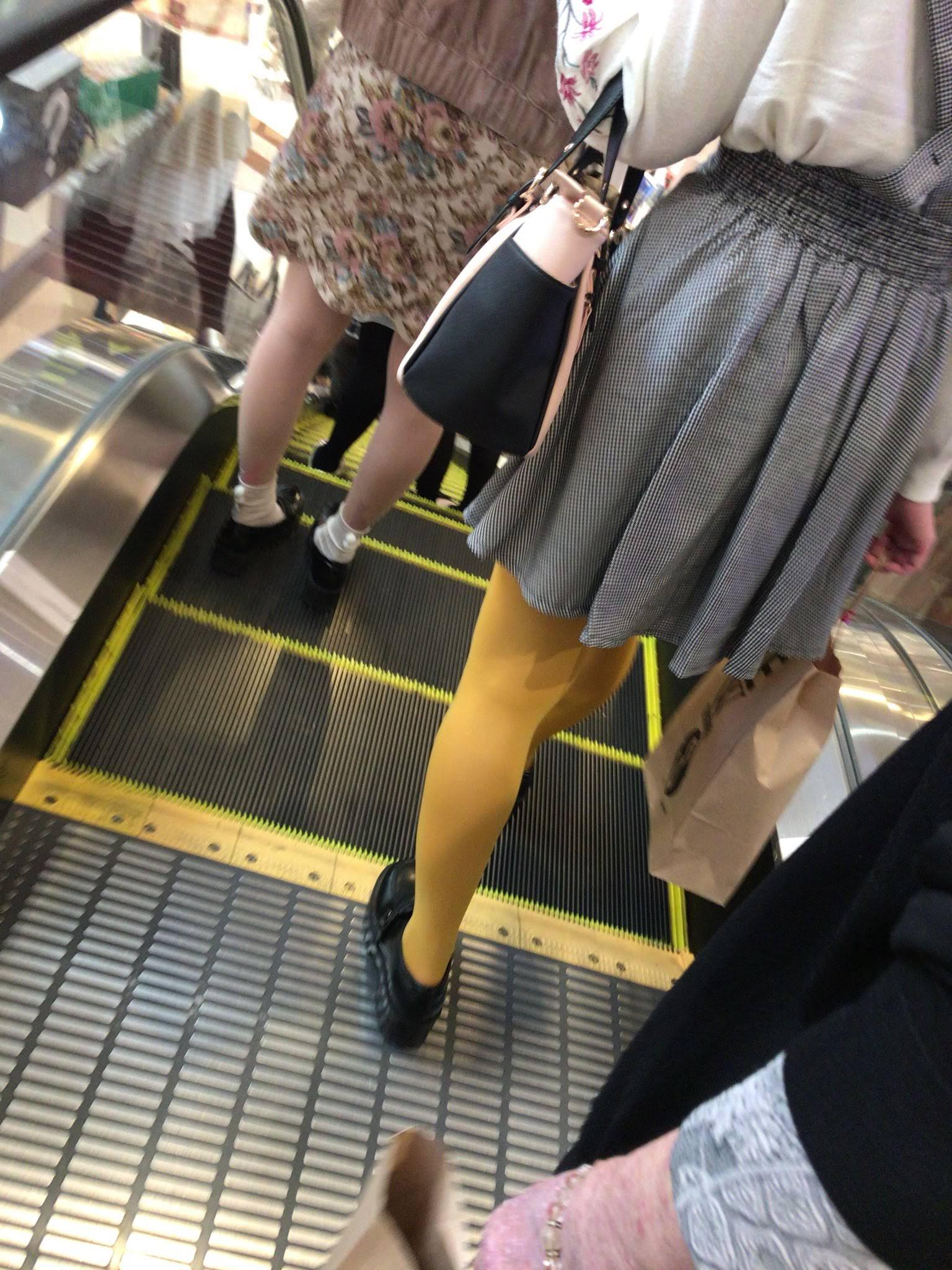 ストッキングを履く女の子について熱く語ろう。 Ifx3X4e