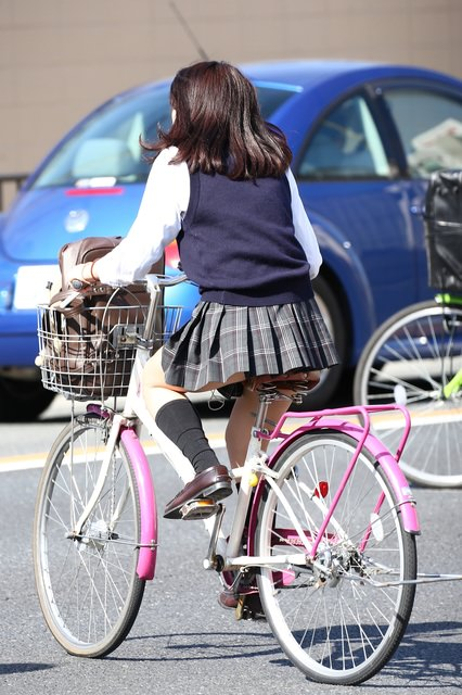 季節の変わり目にJKの制服姿が変化する街撮り画像wwwwwww JviLnJT