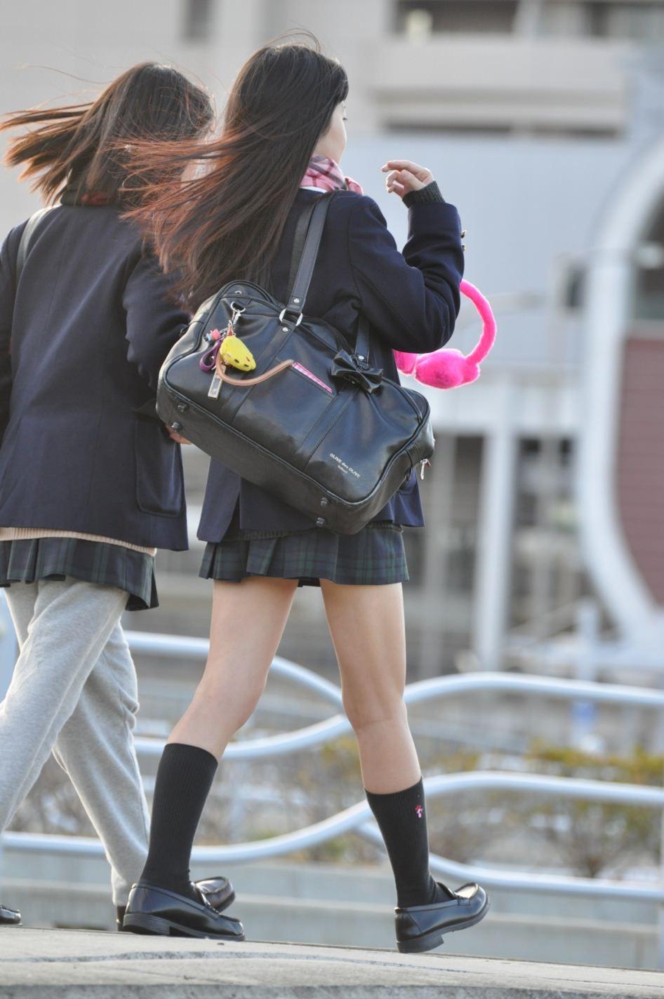 季節の変わり目にJKの制服姿が変化する街撮り画像wwwwwww LP787Ui
