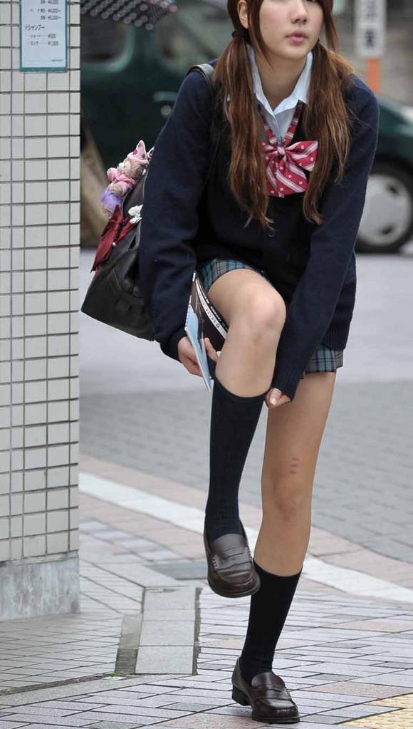 季節の変わり目にJKの制服姿が変化する街撮り画像wwwwwww NJQ8zOq