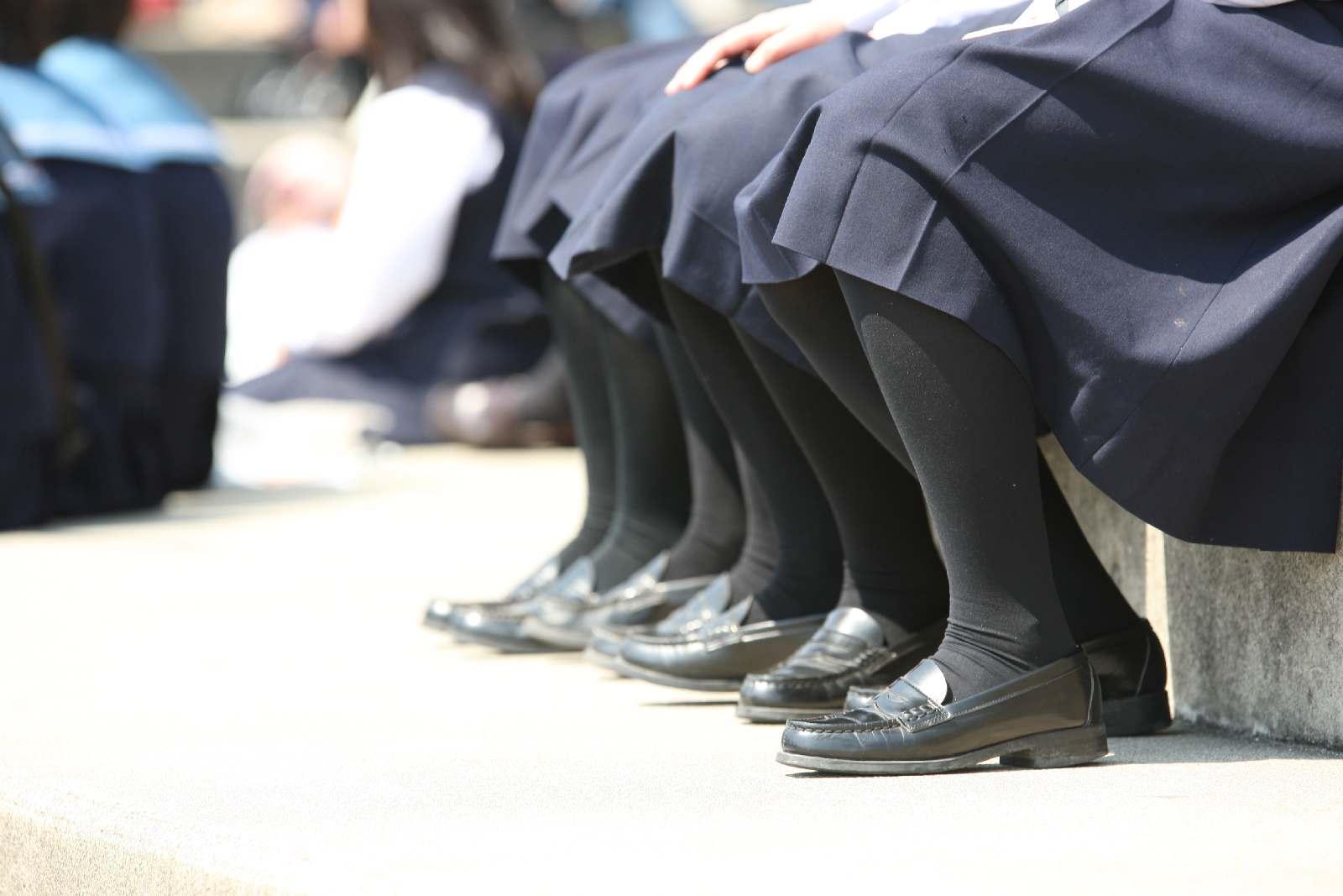 季節の変わり目にJKの制服姿が変化する街撮り画像wwwwwww RWqAhSz