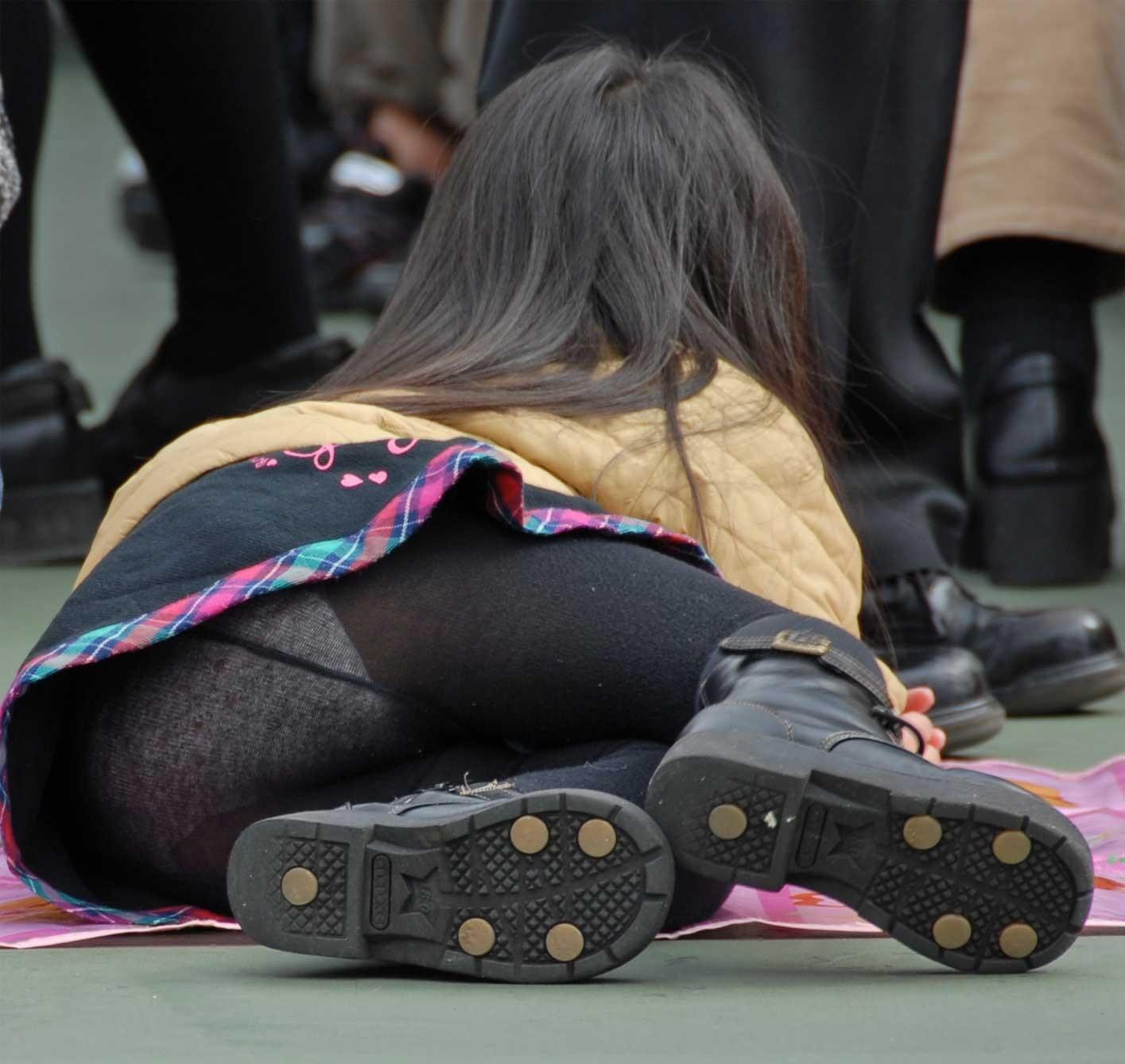 ストッキングを履く女の子について熱く語ろう。 TEC8nZ1