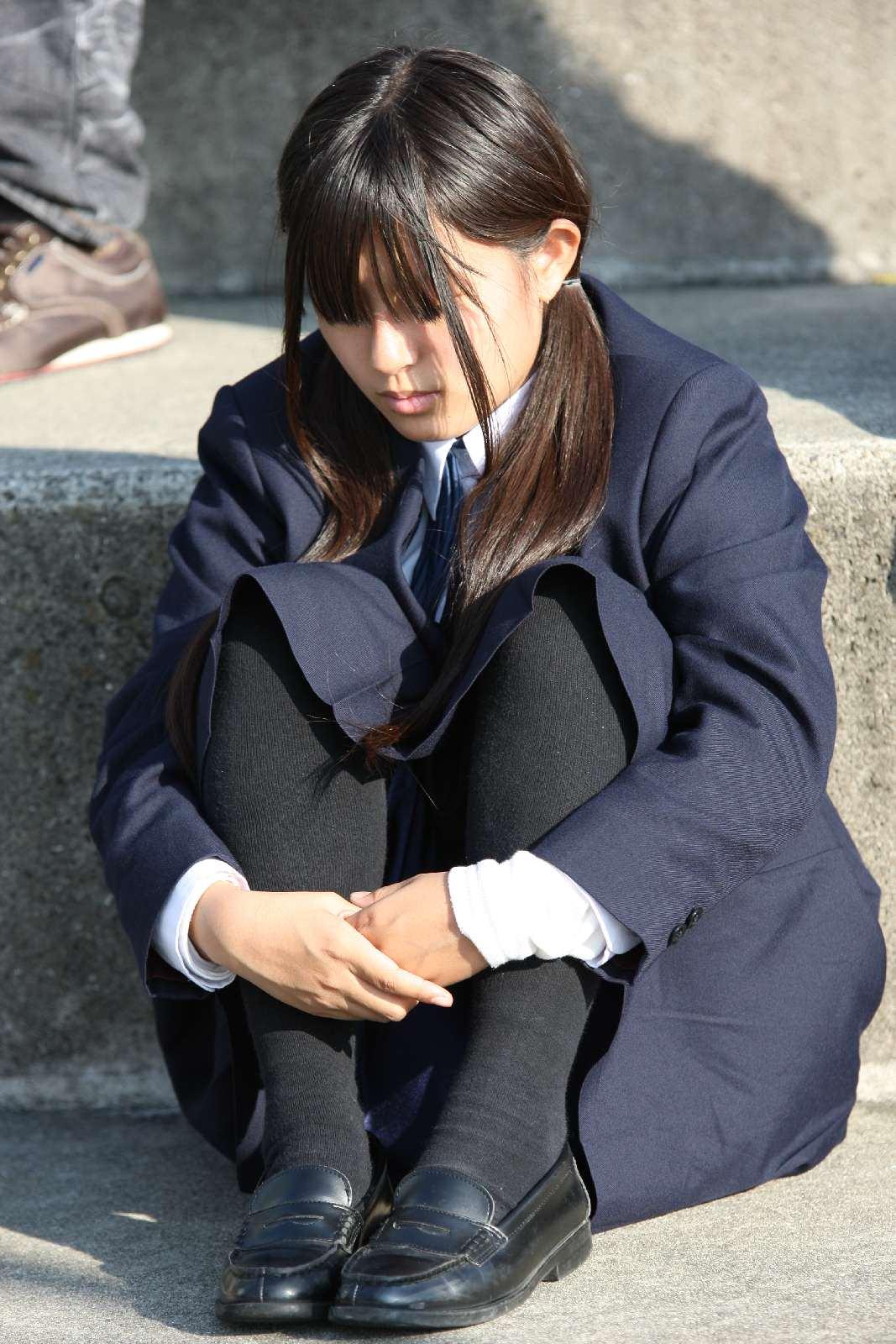 季節の変わり目にJKの制服姿が変化する街撮り画像wwwwwww Uj1MwXl