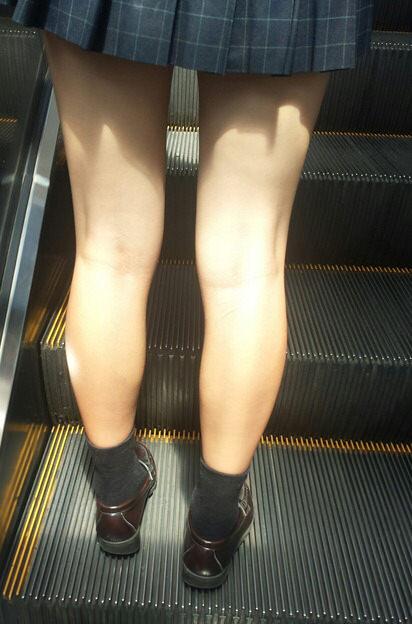 電車で通学中のJK太もも画像だぁーwwwwwwwwwww Vpb8Mcv